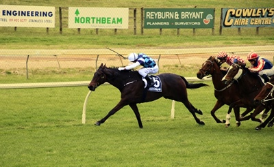 BIG DAY FOR  LOGAN RACING STABLES ON HOME TRACK